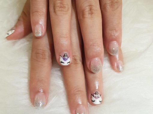 "Feline Cats Manicure Nail Art : ""Cat eyes with lashes"" and glitters"