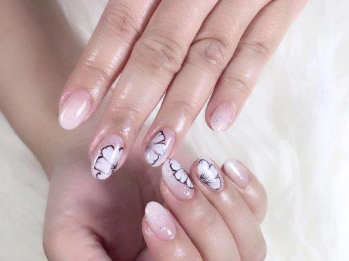 Youthful nail art clear polish flora pattern silver glitters manicure